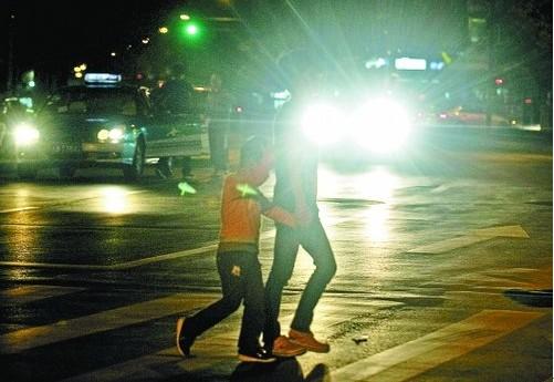 汽车驾驶小常识:如何正确使用远近光灯[2011-06-27]
